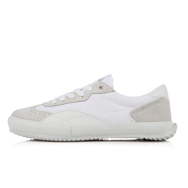 AKIII CLASSIC <BR> Sneakers: 7 Beige
