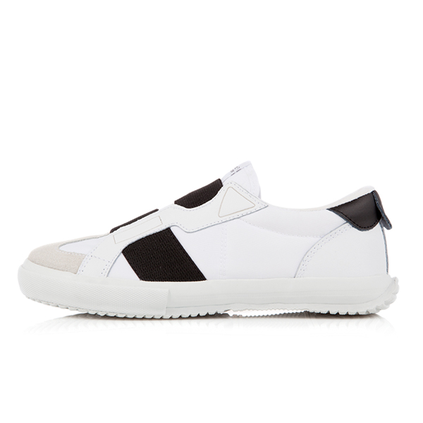 "<b><font color=""blue"">New Release !! ★ ★</font></b> <br> AKIII CLASSIC  <BR> Sneakers: 701 White Black"