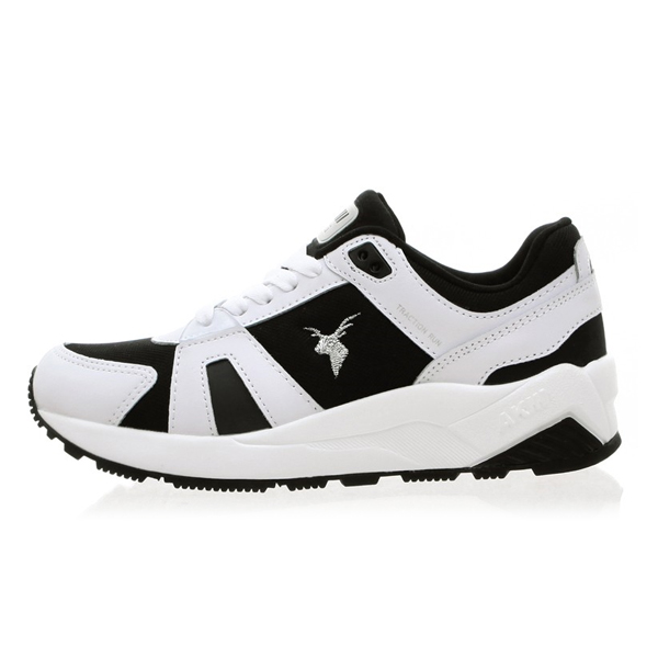 "<b><font color=""blue"">★ ★ Running Shoes</font></b> <br> AKIII CLASSIC <BR> Traction <BR> White / Black"