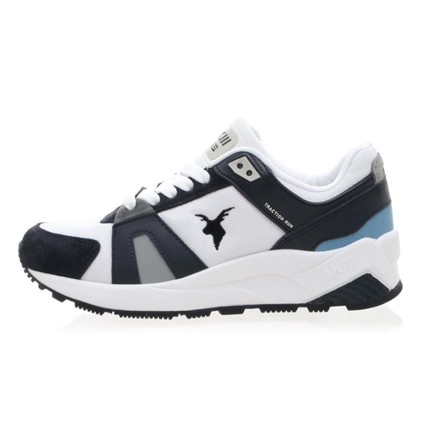 "<b><font color=""blue"">★ ★ Running Shoes</font></b> <br>  AKIII CLASSIC <BR> Traction <BR> Navy / White"