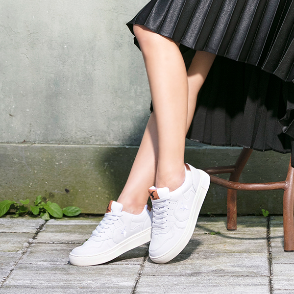 "<b><font color=""red"">Sneakers New Release!</font></b> <br> AKIII CLASSIC Cambridge <BR> White bronze"