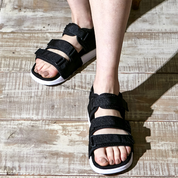 "<b><font color=""red"">AKIII NEW Sandals released!</font></b> <br> AKIII CLASSIC Tuscany <BR> black White"